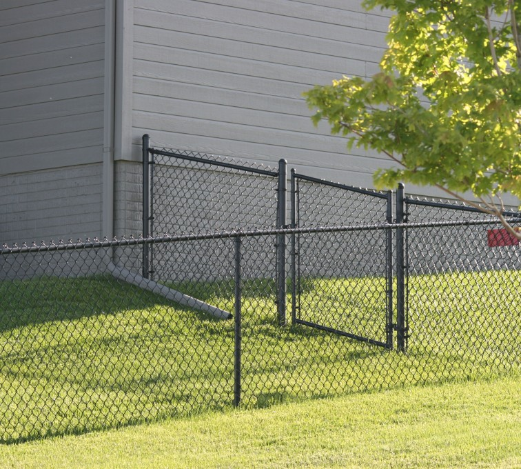 AFC Ames - Chain Link Fencing, 100 4' black vinyl chain link